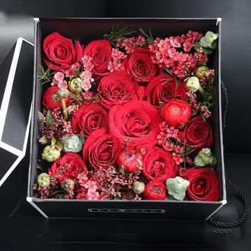 云巅焰火-精美红玫瑰礼盒