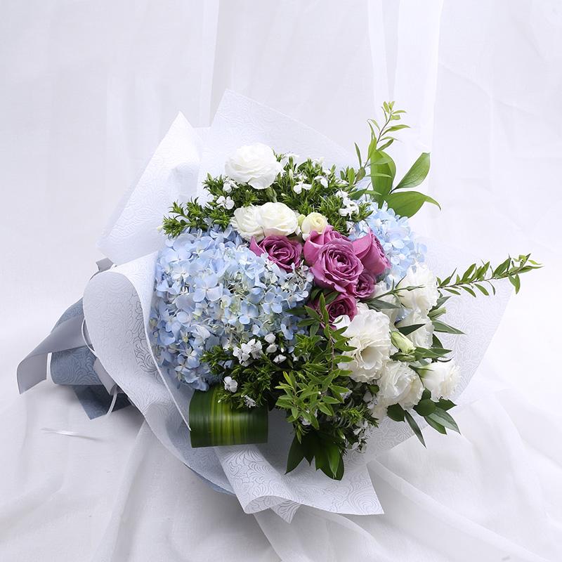 高贵优雅-6支精品紫玫瑰+2支蓝绣球