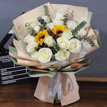 满满的惊喜-19支精品白玫瑰+2支向日葵